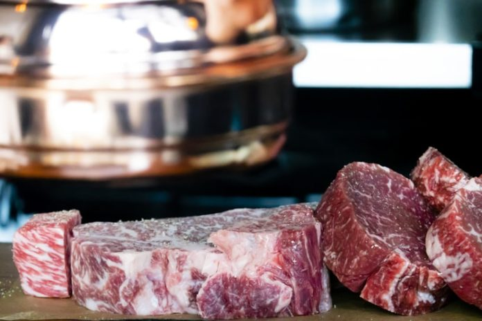 Shanghai Newspaper_ China works on pork price, production
