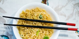 Shanghai Newspaper_ Chinese instant noodle sales back on track